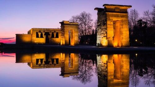 vista-nocturna-del-templo-de-debod