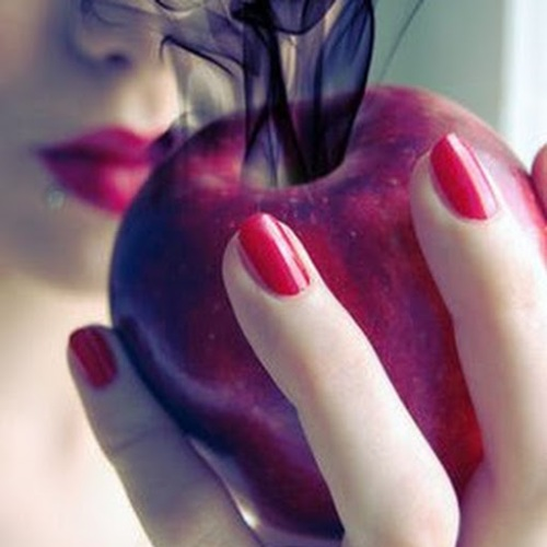 Apple_with_a_Poison_by_MariaTragedy